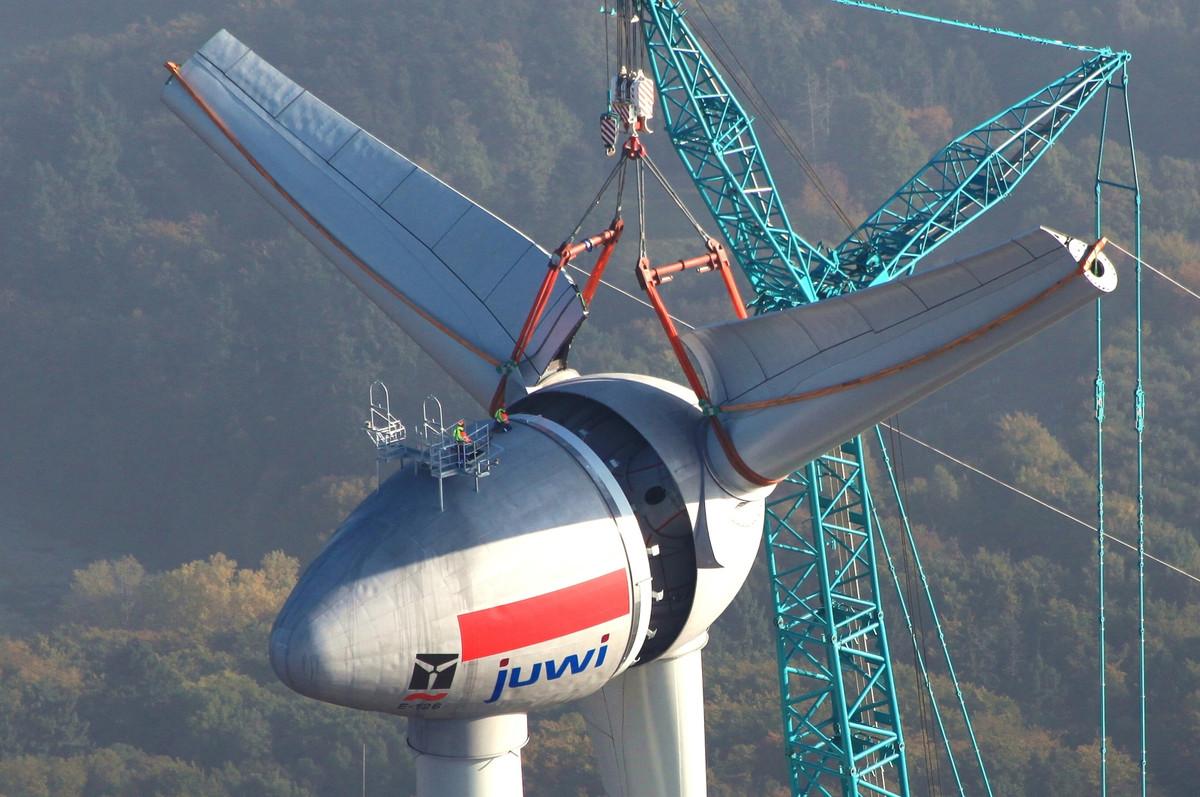 imposante wind turbines verrijzen aan de zuidermeerdijk de groene energie maatschappij. Black Bedroom Furniture Sets. Home Design Ideas